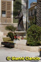 la statua di S.Pio  - Vittoria (3602 clic)
