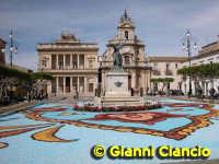 Piazza del Popolo Infiorata 2005  - Vittoria (3701 clic)