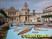 Piazza del Popolo Infiorata 2005  - Vittoria (3167 clic)