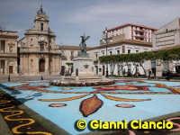 Piazza del Popolo Infiorata 2005  - Vittoria (5272 clic)