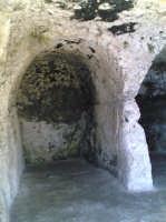 Grotte nel teatro greco  - Siracusa (1657 clic)