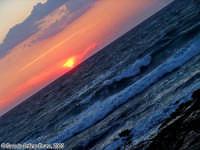 Tumultuosi tramonti.<font color=#ffffff>tramonto mare sole estate sud nuvole cielo</font>  - Isola delle correnti (11462 clic)