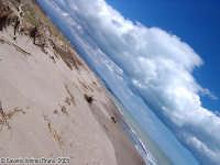 Orizzonti lontani.<font color=#ffffff>cielo nuvole spiaggia orizzonte mare</font>  - Simeto (6700 clic)