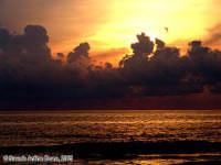 I testimoni del sole.<font color=#ffffff>tramonto mare sole estate sud nuvole cielo</font>  - Isola delle correnti (2168 clic)