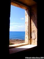 La finestra sul Mare (2o scatto)<font color=#ffffff>mare estate sud</font>  - Isola delle correnti (1658 clic)