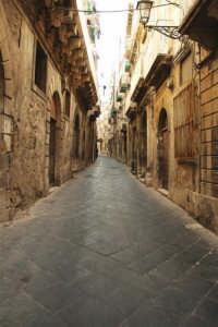 una via della città  - Siracusa (4879 clic)