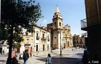 Piazza della Repubblica, Municipio e Chiesa di S. Basilio   - Regalbuto (1172 clic)