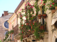 balcone sulla via principale  - Taormina (4082 clic)
