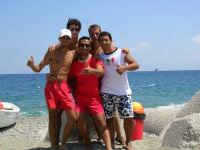 foto di gruppo al Sun Beach da sinistra: Andrea, Guido, Riccardo, Giovanni e al centro Santino.  - Patti marina (4026 clic)