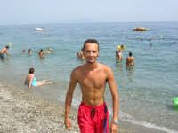 Andrea Calderone collaboratore del Sun Beach  camminata sulla battigia  - Patti marina (10714 clic)