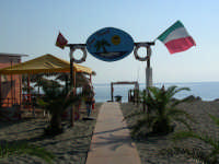Ingresso spiaggia Sun beach estate 2006  - Patti marina (3060 clic)