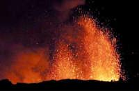 Suggestiva immagine dell'eruzione 2001  - Etna (2431 clic)