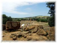 Tempio dei Dioscuri Santuario delle divinità Ctonie e Tempio dei Dioscuri - Valle dei Templi  - Agrigento (2999 clic)