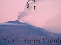 Attività eruttiva ed effusiva all'alba del 16-11-2006 ore 06.30  - San giovanni la punta (1327 clic)