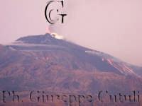Attività eruttiva ed effusiva all'alba del 16-11-2006 ore 06.35  - San giovanni la punta (1553 clic)