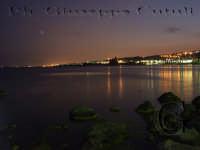 I riflessi delle luci sullo splendido mare di Acitrezza.  - Aci trezza (2440 clic)