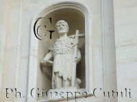 Particolare dell'immagine di San Giovanni Battista sul frontale della chiesa Madre si San Giovanni la Punta  - San giovanni la punta (2211 clic)