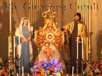 Presepe allestito la notte di Natale 2006 sull'altare della chiesa madre di San Giovanni la Punta  - San giovanni la punta (8314 clic)