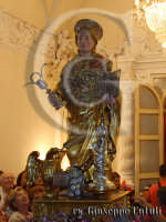 Il simulacro del Santo Patrono che si ritira nella sua Cammaredda dove dimora, dietro la devozione dei Fedeli.  - San giovanni la punta (3174 clic)