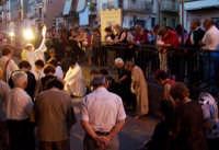 I Fedeli si Prostrano solennemente al cospetto del Sacro Corpo di Cristo  - Catenanuova (5089 clic)