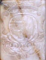 STEMMA PRINCIPESCO (Riggio Saladino - Statella Paternò Castello) IN BASSORILIEVO, SITUATO SUL PIEDISTALLO MARMOREO DEL FONTE BATTESIMALE DEL 1738 - PARROCCHIA SAN GIUSEPPE CATENANUOVA  - Catenanuova (6574 clic)