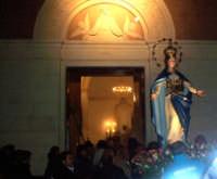 Il simulacro si accinge ad entrare nell'omonima chiesa  - Catenanuova (4178 clic)