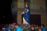I fedeli portano in processione il simulacro di Maria per le vie della città  - Catenanuova (4595 clic)