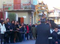 Il Fercolo del Patriarca con la tradizionale Acchianata i San Giuseppi il fercolo viene trainato in una pesante salita molto ripida da un tripudio di gente festante  - Catenanuova (4102 clic)