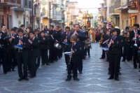 La processione avanza nella parte nord del paese procedendo dalla Principale via Principe Umberto  - Catenanuova (4481 clic)