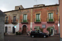 Palazzo Cosentino costruito verso il 1753 e situato in via Vittorio Emanuele III a Catenanuova   - Catenanuova (3585 clic)