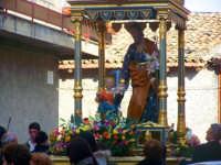 Il fercolo passa dall'omonima via San Giuseppe, situata nel centro storico della città  - Catenanuova (3924 clic)