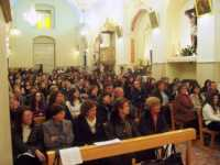 I fedeli dopo la caduta della taledda ascoltano gioiosi l'omelia del prete  - Catenanuova (5917 clic)