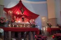 L'altare del SS. Sacramento addobbato per il giovedi santo per l'accoglienza del SS. Corpo di Cristo  - Catenanuova (3602 clic)
