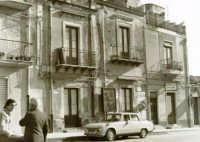 CATENANUOVA, ANTICHI PALAZZI IN P.ZZA MADONNA DEL ROSARIO   - Catenanuova (4625 clic)