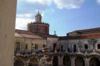 ISTITUTO STATALE D'ARTE DI CATANIA,LOGGIA E TERRAZZA CON CUPOLA DELLA CHIESA DI SAN FRANCESCO BORGIA.  - Catania (3361 clic)