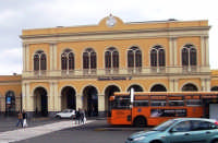 PIAZZA GIOVANNI XXIII, PROSPETTO FRONTALE DELLA STAZIONE FERROVIARIA DI CATANIA CENTRALE.  - Catania (11435 clic)