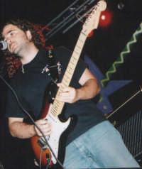 Davide Calabrini l'ho definiscono l'erede di : DAVID  GILMOUR   si effettivamente e' un grande chitarrista  adesso studia ed lavora a catania. Fortunato per chi l'ho trova ......  - Catania (1862 clic)