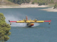 grazie a questo meraviglioso lago la protezione civile riesce ad effettuare interventi aerei   CANADER  salvando numerosi ettari  di boschi.  - Licodia eubea (3530 clic)