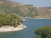 CANADER     grazie a questo meraviglioso lago la protezione civile riesce ad effettuare interventi aerei  - Licodia eubea (13306 clic)