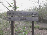 tabella che indica il sentiero per dirigersi alla  foce  - Donnalucata (2230 clic)