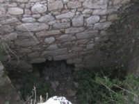 cunicolo situato all'interno della torre triangolare del castello dei tre cantoni  - Scicli (3551 clic)
