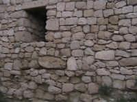 finestra situata nelle mura del castello dei tre cantoni SCICLI adriano aprile