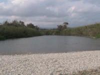 riserva naturale,fiume irminio caratterizzato dai ciottoli che costituiscono il terreno   - Donnalucata (2747 clic)