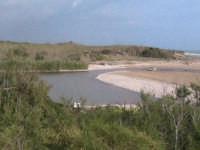 riserva naturale,fiume irminio caratterizzato dai ciottoli che  costituiscono parte del suolo  - Donnalucata (2422 clic)