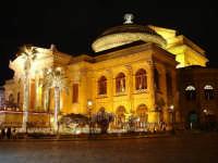 lo splendido teatro addobbato per le feste PALERMO damiano giuliano