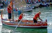 u pisci a mari, rito propiziatorio, parodia della pesca del pesce spada che si svolgeva nello stretto di Messina che si effettua durante i festeggiamenti di S.Giovanni Battista, il 24 giugno ad Acitrezza.  - Aci trezza (3745 clic)