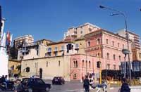 Piazzale antistante la stazione ferroviaria di Agrigento  - Agrigento (9727 clic)