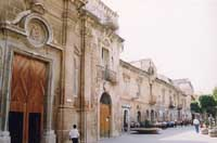 La Chiesa e il Convento del Carmine in Via Roma  - Licata (15129 clic)