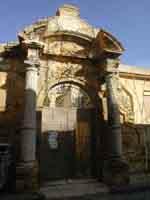 Portone della EX Pretura di Naro (via Dante) - portale d'ingresso del collegio dei Gesuiti  - Naro (2310 clic)