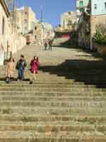 Scalinata che da Piazza Dante porta al Duomo Vecchio. Salite questa gradinata e vi troverete il vecchio Duomo in tutta la sua magnificenza!   - Naro (5345 clic)